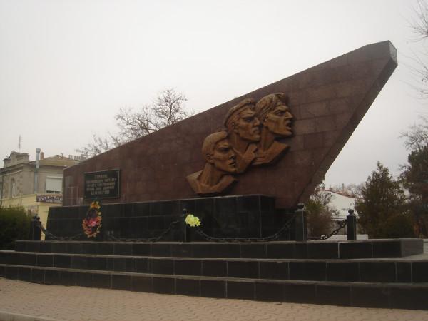 36 Новый памятник евпаторийскому десанту