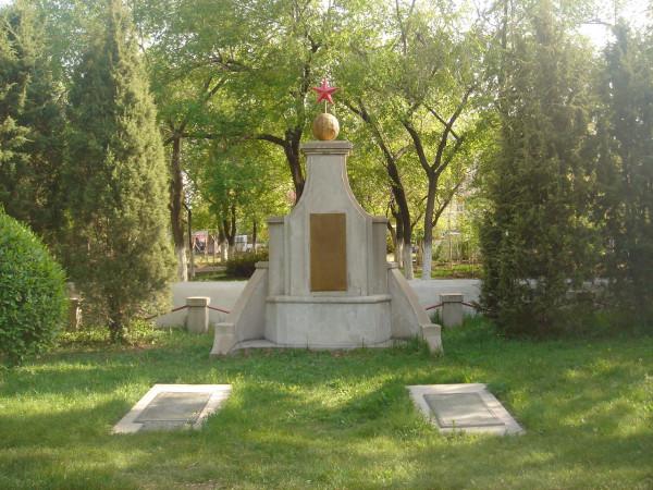 30 братские могилы