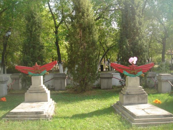 31 братские могилы