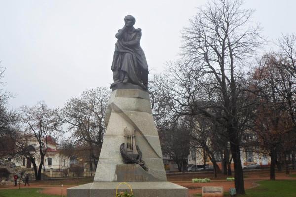 13 Памятник Лермонтову