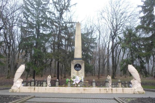 15 Памятник на месте дуэли Лермонтова