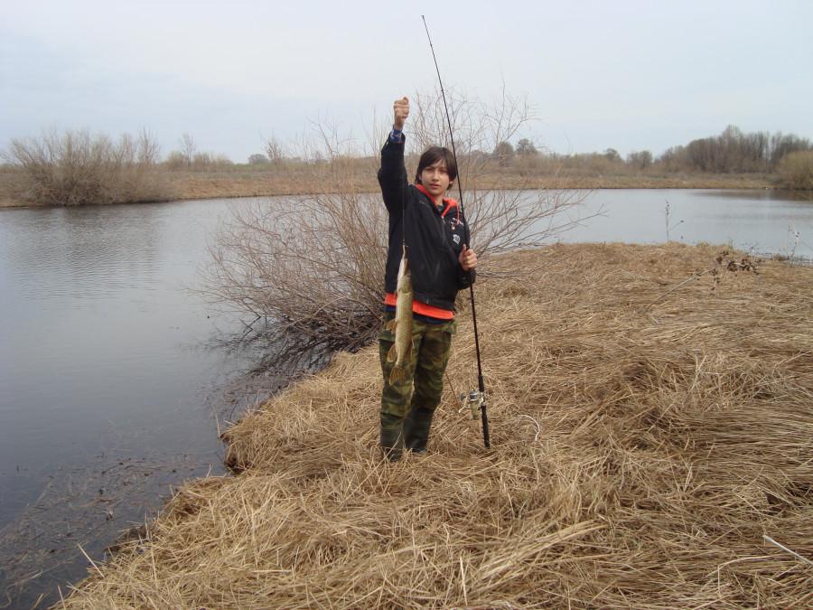 Рыбалка на озере.
