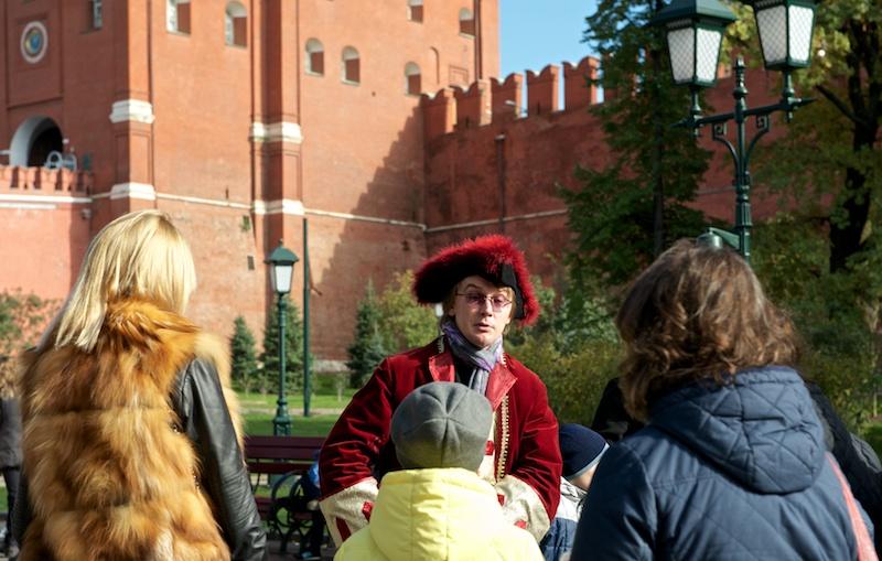 Экскурсовод у Кремля