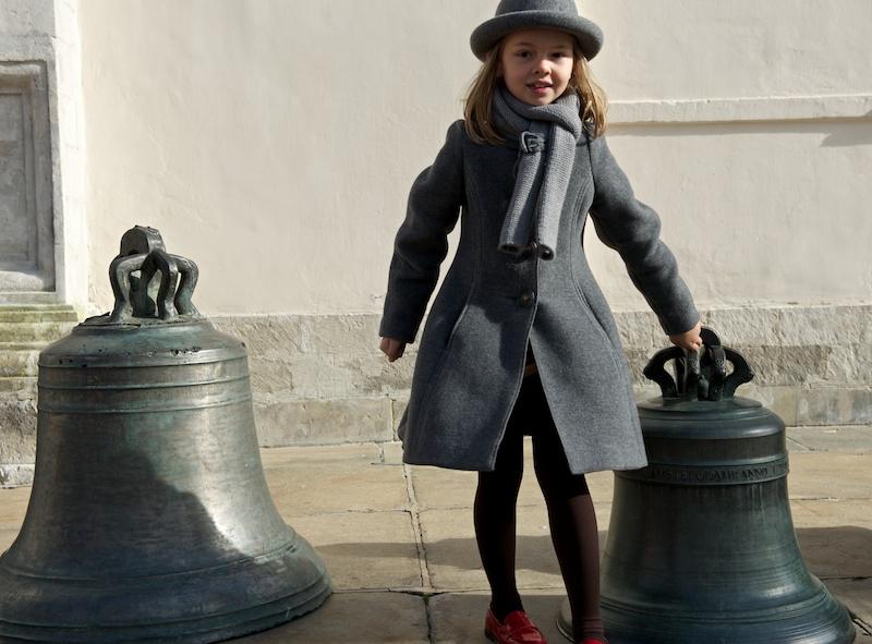 Девочка и колокол