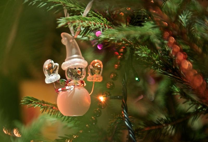 Снеговик на домашней ёлке