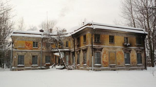 Уткина дача, вид со двора, 2011
