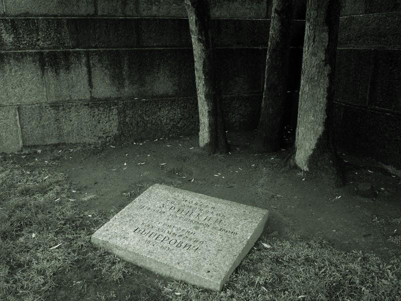 Надгробiе