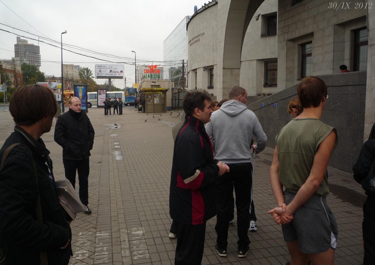 У станцiи метро Старая деревня