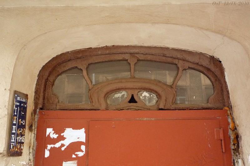 Въ Дерптскомъ переулкѣ.