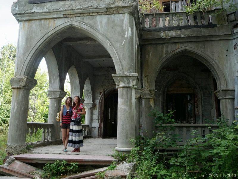 У бывшей усадьбы Сѣнькова.