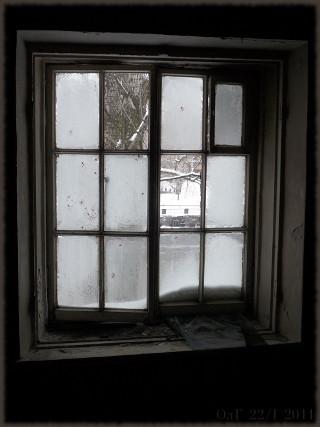 Уткина дача. За окном - набережная р. Охты