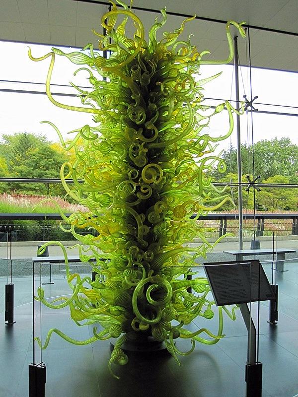 В вестибюле музея нас встречает  Fern Green Tower, созданный  в 2000 художником Dale CHihuly