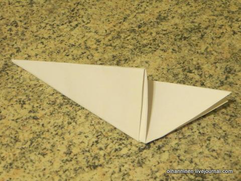 06 складываем треугольник, чтобы получился хвостик