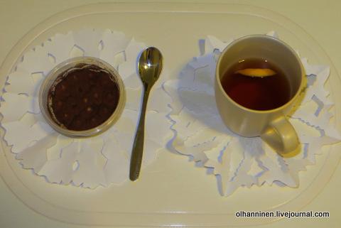 15 на вырезанных снежинках десерт и чай
