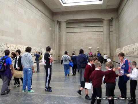 дети в Британском музее залы Парфенона