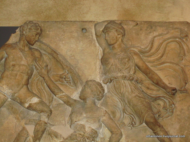 Метопа Парфенона. Битва с амазонками. Западная сторона. Лондон. Британский музей