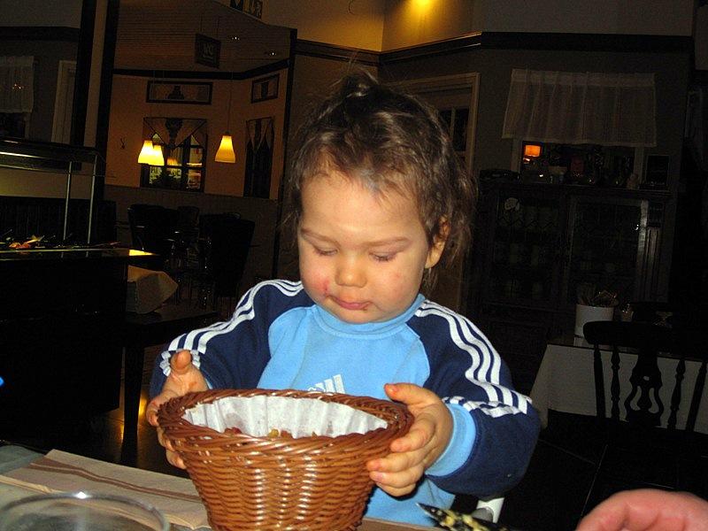 В ресторане внук кушал специальное детское блюдо