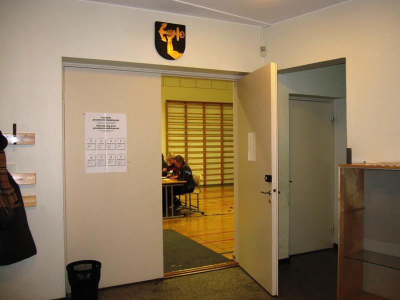 Как и во многих странах, в том числе и в России, для проведения выборов в Финляндии часто используют помещение школ