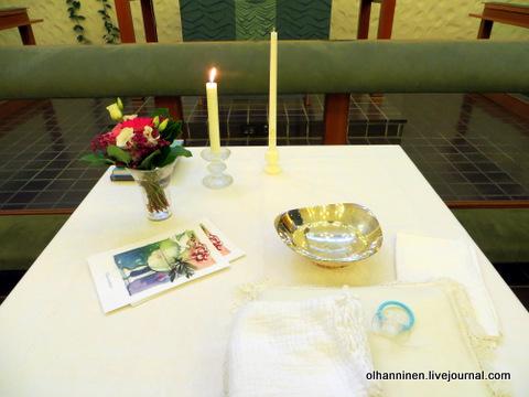 11 стол со свечами и святой водой