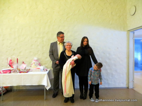 17 прабабушка свекровь с правнучкой, правнуком, сыном и внучкой