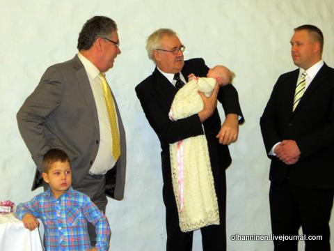 18 дедушки, отец и внук с внучкой