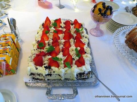 24 пирог со взбитыми сливками и клубникой