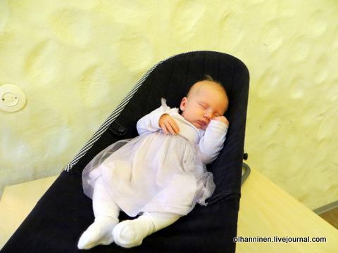 30 спящая Минтту Мария в кресле