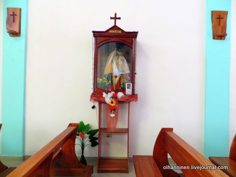 34 статуэтка святой в стеклянном ящике