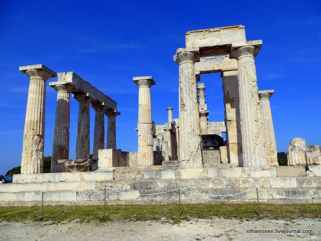 Храм Афайи сбоку
