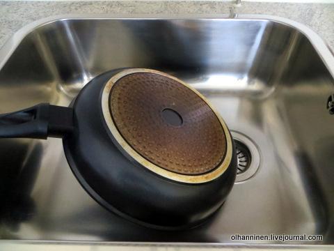 09 грязное дно сковородки