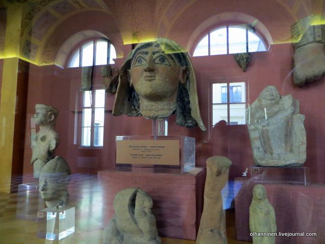 16 Женская голова, деталь статуи VI в до нэ Идалион