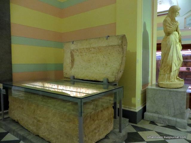 22 Саркофаг с росписью, известняк, Керчь, Пантикапей, конец I века поступление 1899 г