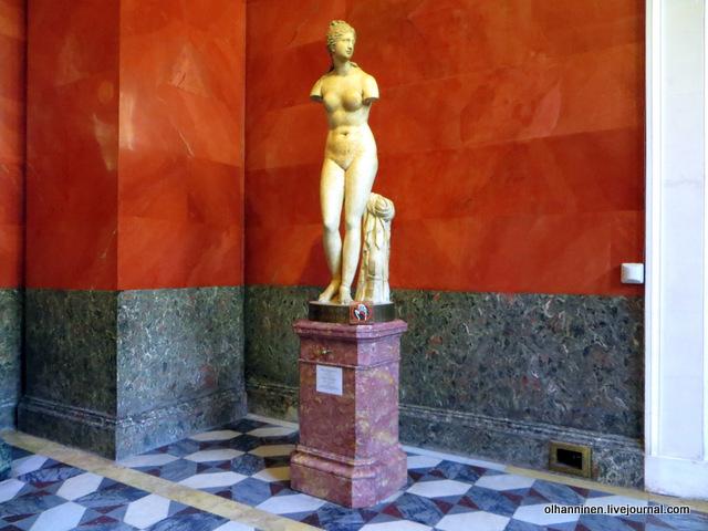 15 Венера Таврическая, статуя Афродиты, возможно II века до н.э. найдена в Риме в 1719 году, подарена Папой Климентом XI Петру I