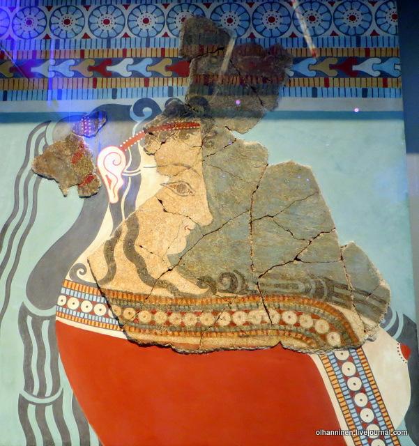 Национальный археологический музей 5883. Фрагмент стеновой росписи с процессией женщин, несущих священные дары. Тиринф