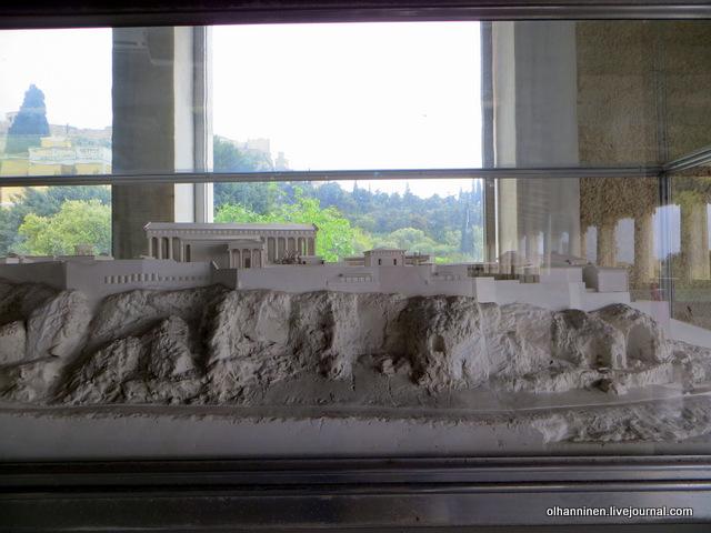 Стоя Аттала второй этаж. Акрополь за стеклом и реконструкция античного Акрополя