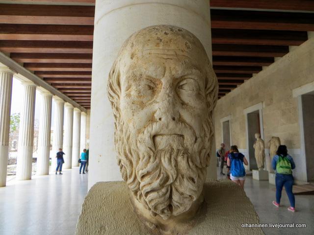 Стоя Аттала первый этаж, Геродот V век до н.э. в исполнении скульптора II век