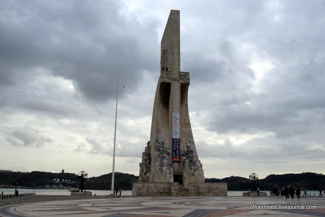 02 памятник португальским мореплавателям сзади
