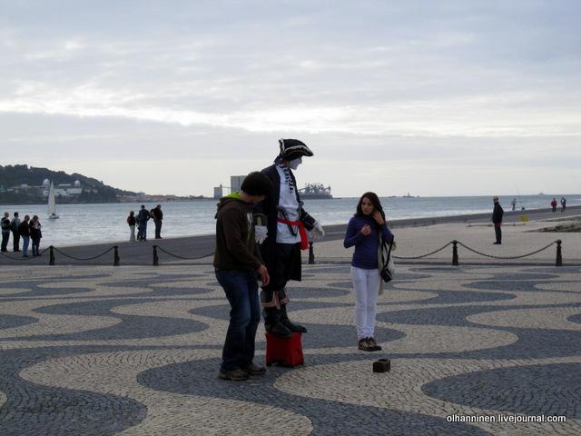 07 живая статуя мореплавателя