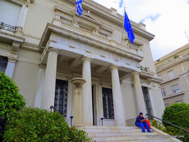14 Афины цветы у музея Бенаки