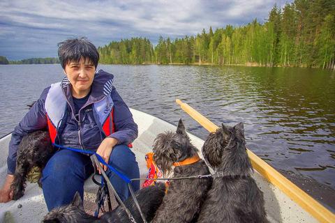 16 на лодке с собаками