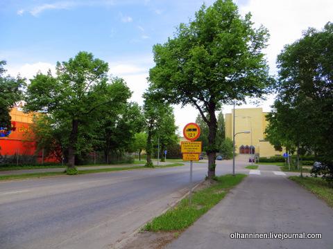 09 парк аттракционов рядом с церковью