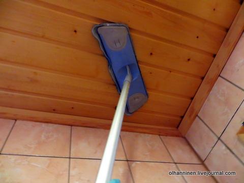 07 смываем мокрой тряпкой на обычной щетке на той же палке