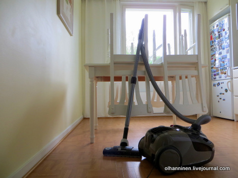 01 поднимаем стулья и то, что можно поднять