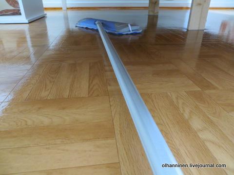 09 легкая швабра с телескопической ручкой всюду достает под кроватью