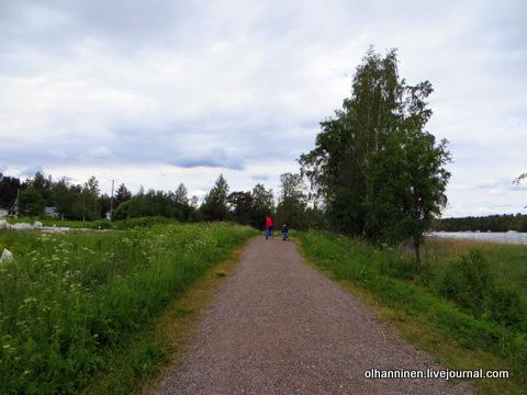 01 вдоль огородов и озера по гравийной дорожке