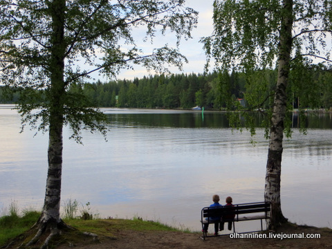 06 ребята у озера на скамейке