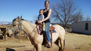 09 сара с сыном на лошади