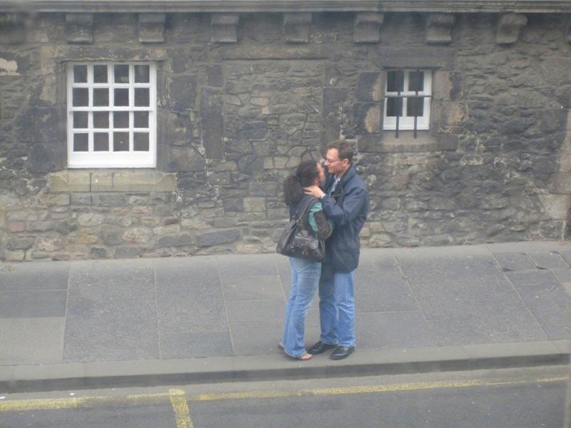 Отрывались взглянуть друг на друга и снова обнимались