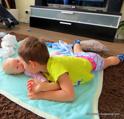 внук Онни и внучка Минту