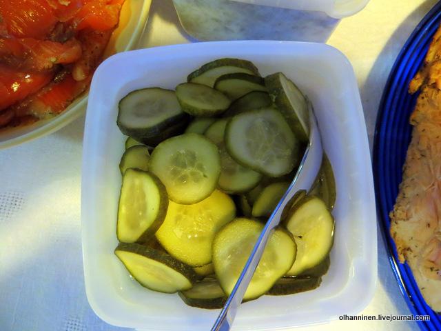 salaatti  маринованные огурцы